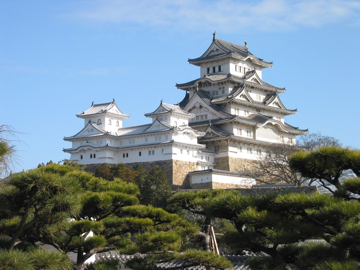 himeji_castle_the_keep_towers.jpg