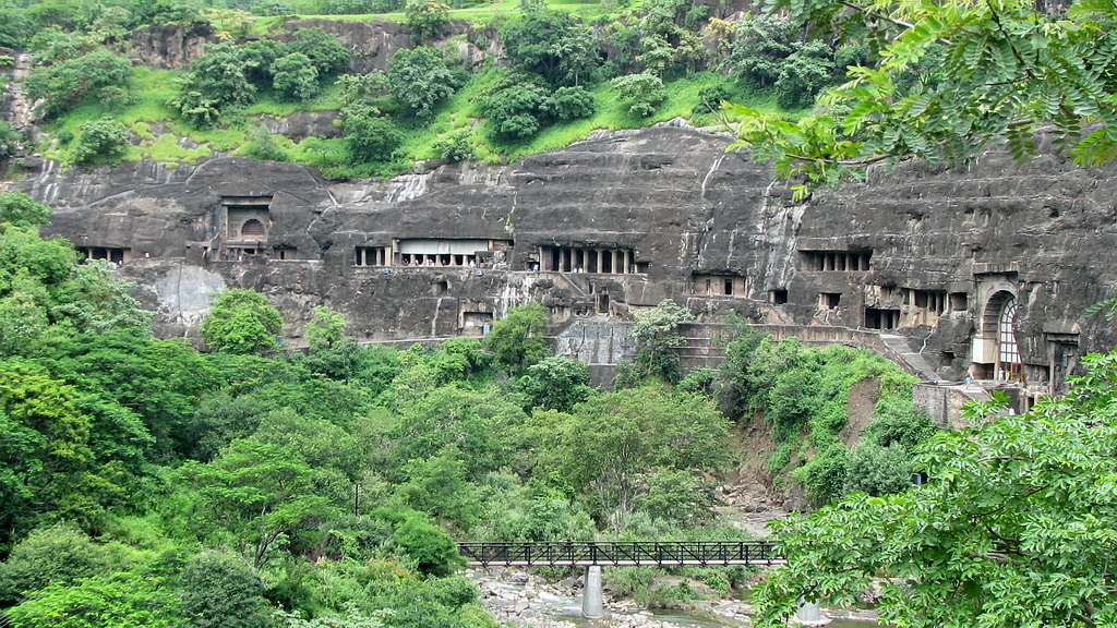 http://famouswonders.com/wp-content/uploads/2009/06/ajanta-caves.jpg