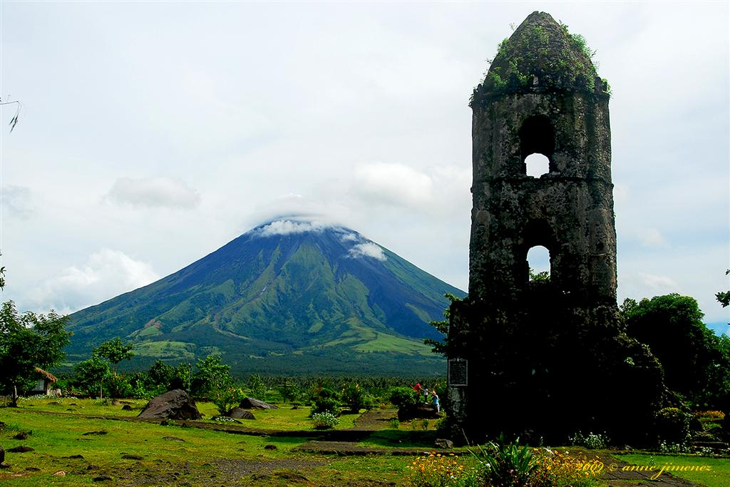 mayon volcano albay philippines photo by anne jimenez creative commons