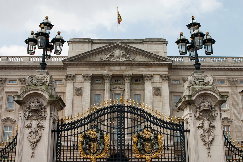 Buckingham Palace Tourist Information, Facts & History