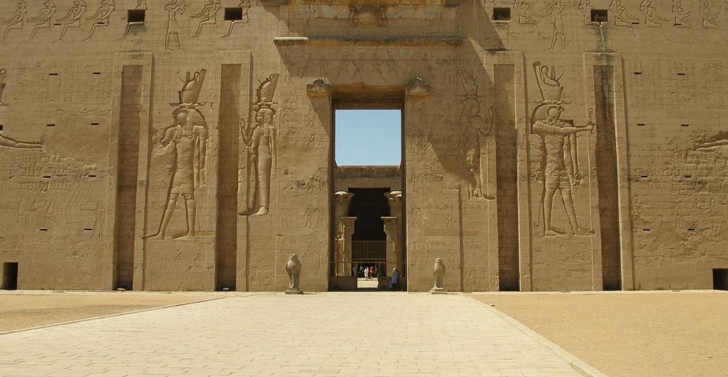 Inside Ancient Egyptian Temples Edfu temple 1st pylon 400