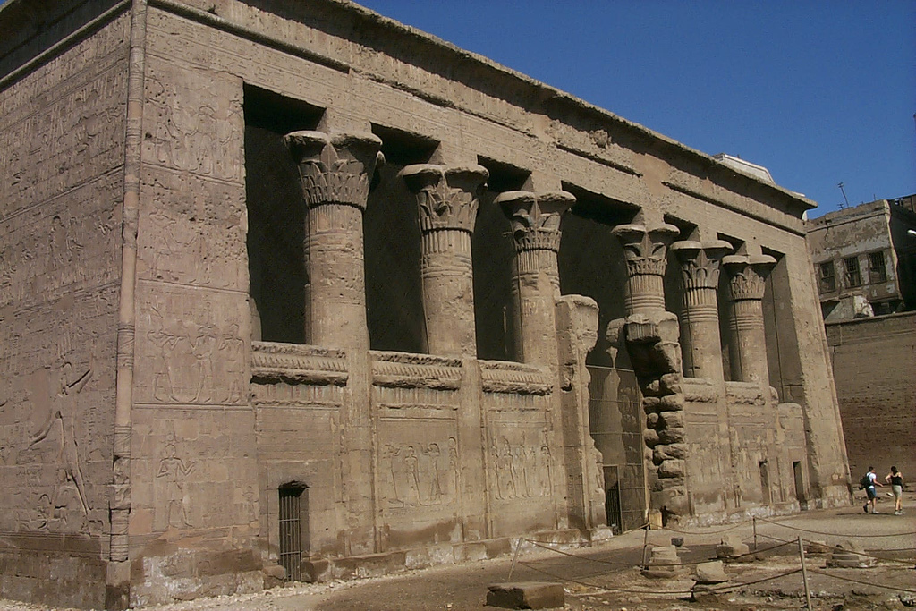 Esna Temple Tourist Information, Facts, History & Picture – Egypt