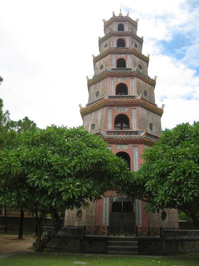 Thien Mu Pagoda 400