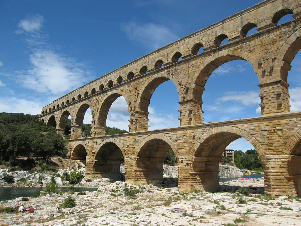 Pont du gard travel attractions facts history location for Pont du gard architecte