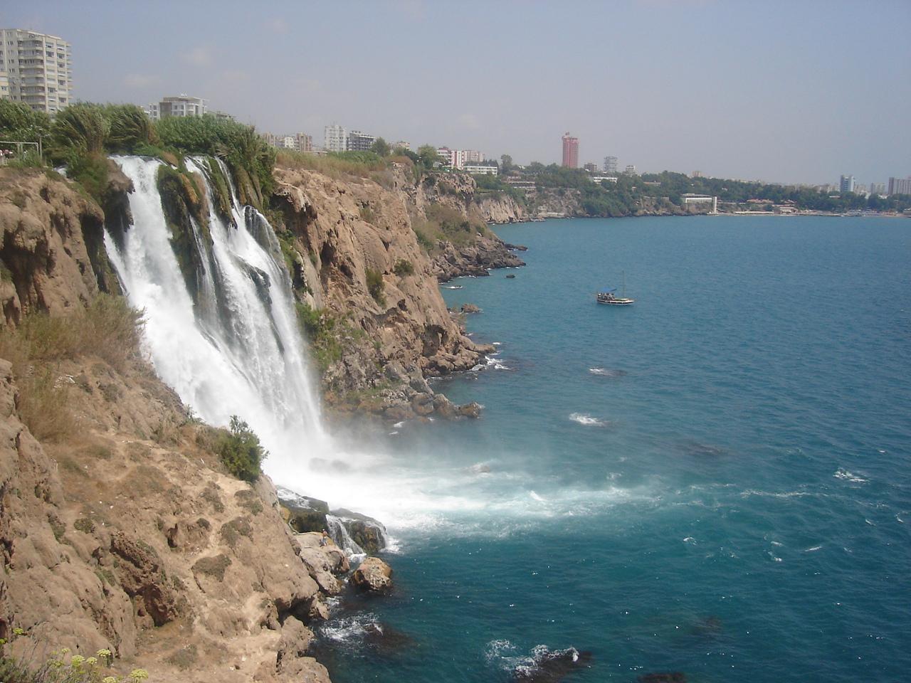 http://famouswonders.com/wp-content/uploads/2010/03/Antalya.jpg