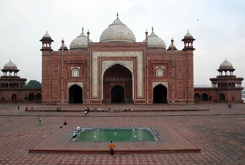 Taj mahal mosque for Taj mahal exterior design