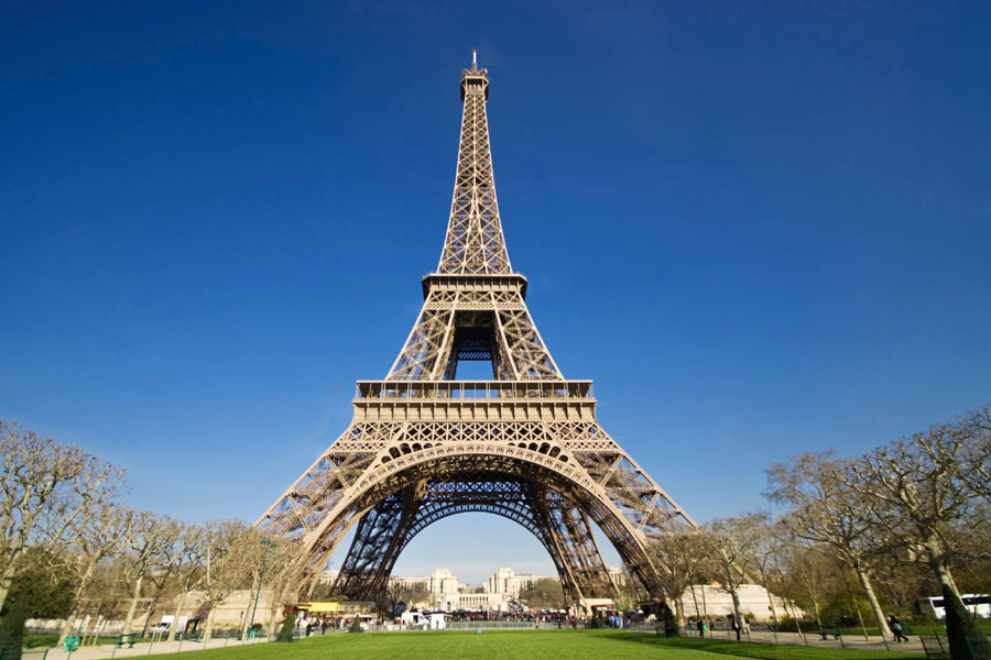 location of eiffel tower in paris