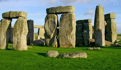the theories on the purpose of the building of the stonehenge Here are some amazing facts and theories about stonehenge:  began roughly five thousand years ago), who built it, what purpose it served, or how it survived.