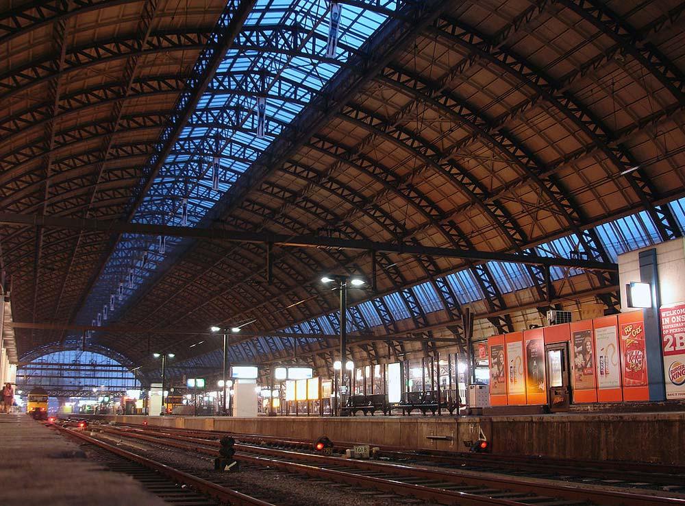 Amsterdam centraal station for Auto interieur reinigen amsterdam