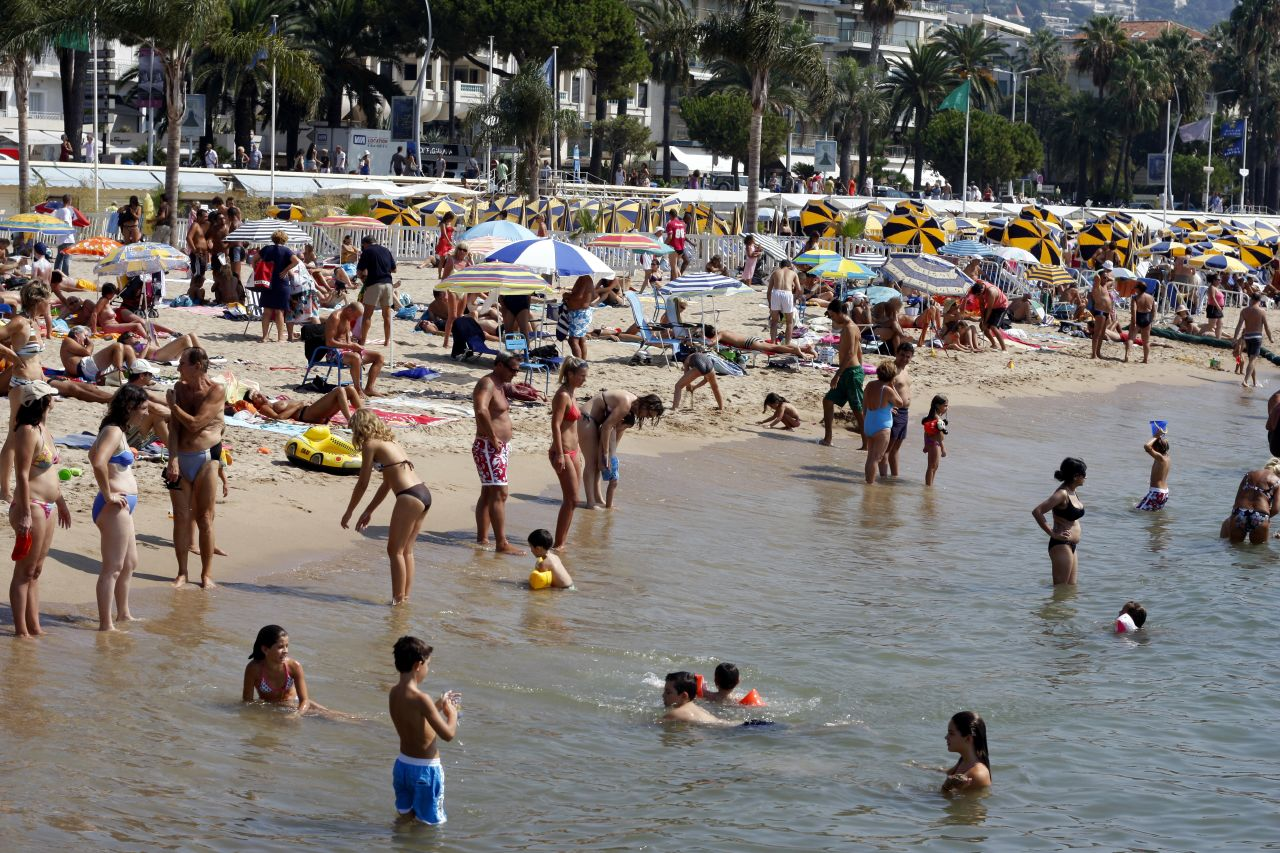 Naked girls at the beach pics tumblr Cannes
